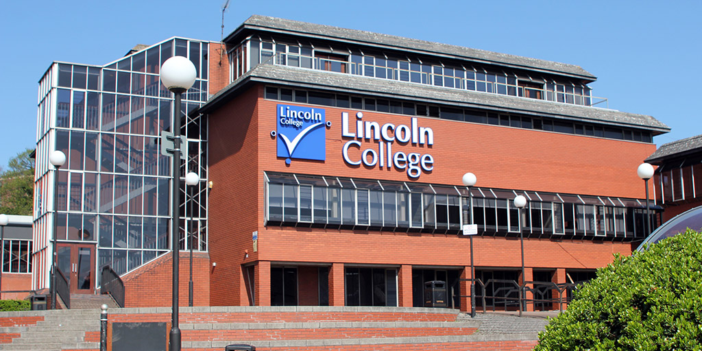 Lincoln College Seeks New Governors
