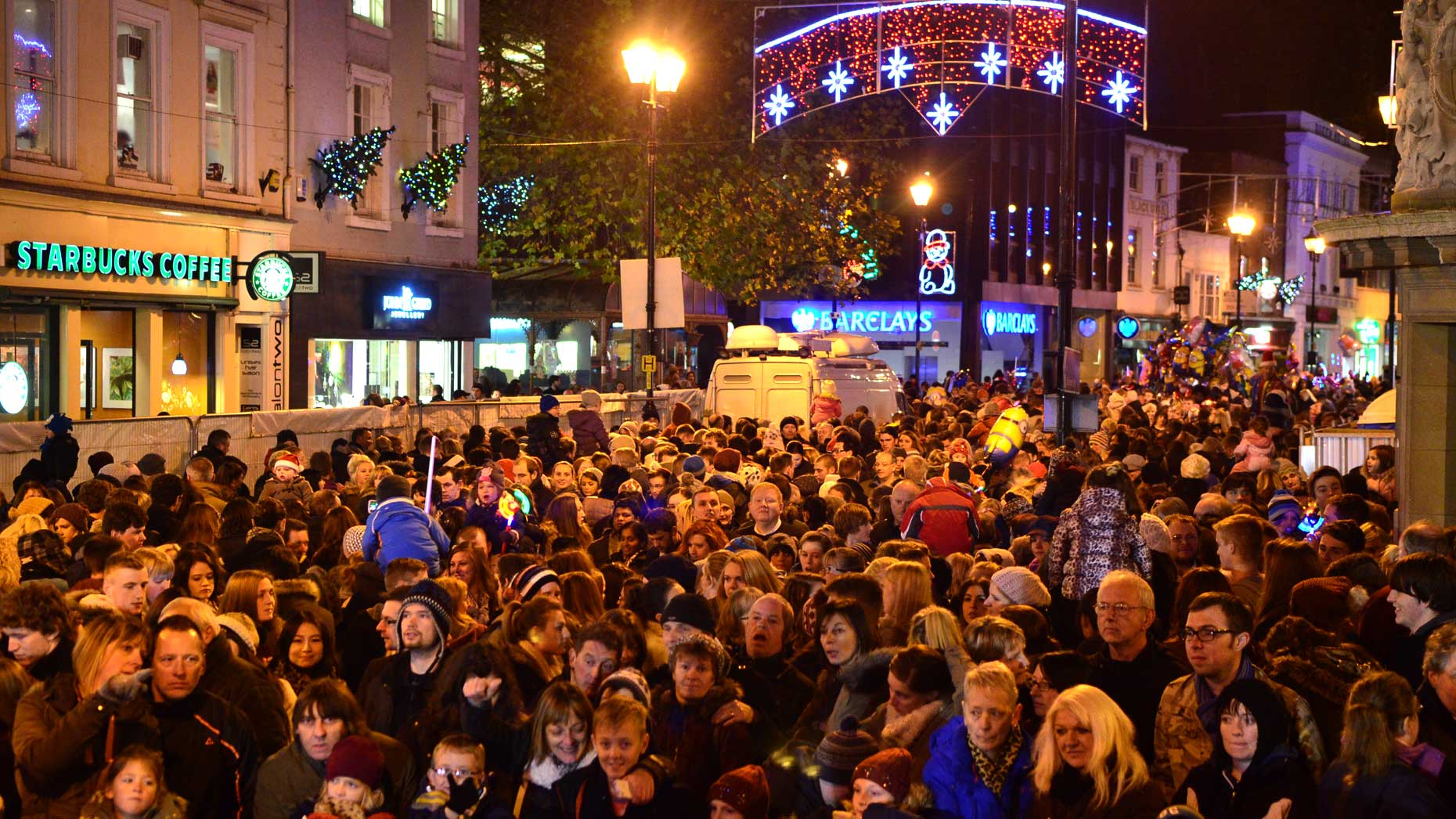 Lights and crowds on Lincoln High Street. Photo: Steve Smailes for The Lincolnite