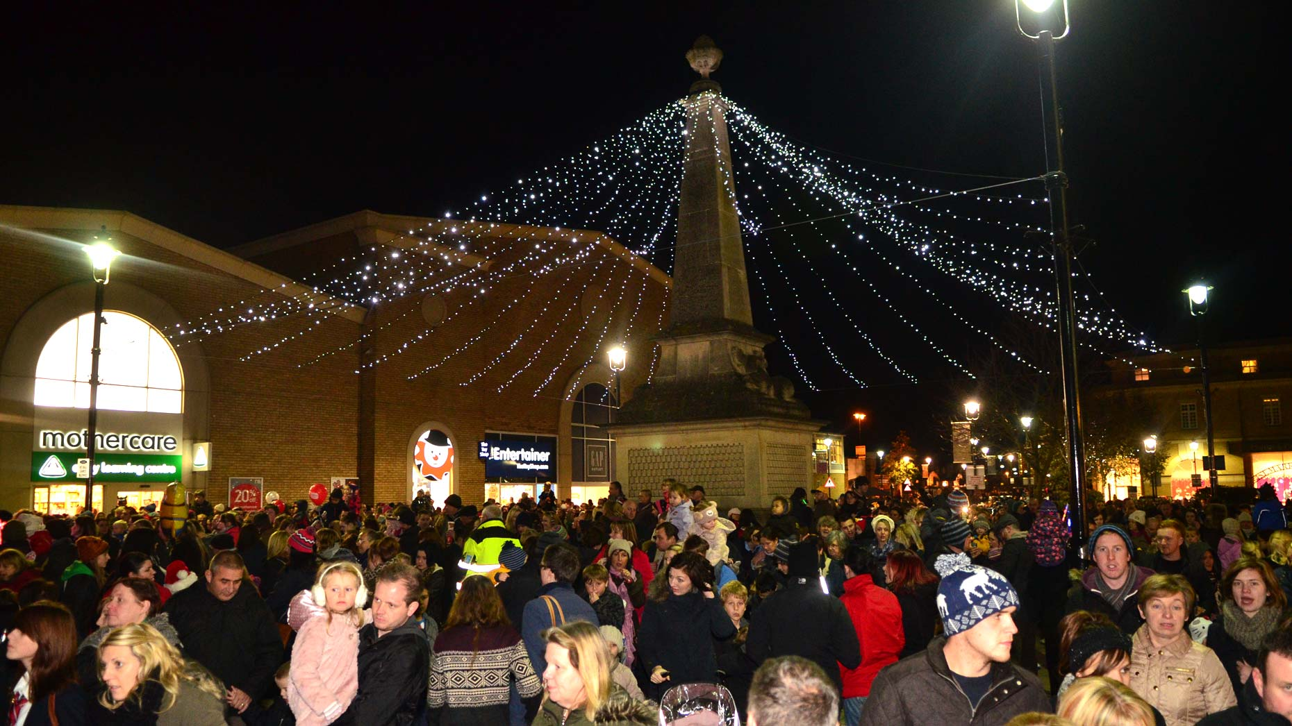 Crowds at the St Mark's Christmas lights switch-on. Photo: Steve Smailes for The Lincolnite