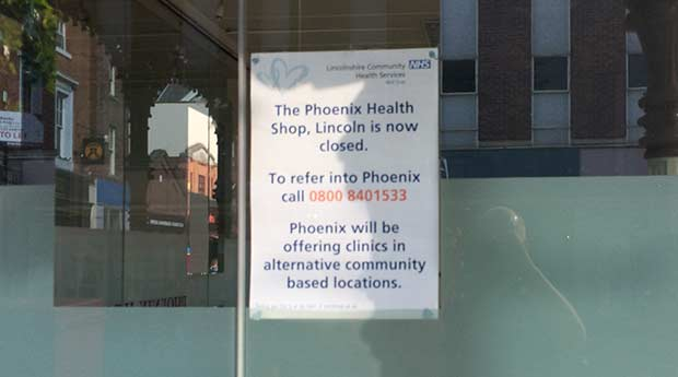 The closure sign on the shop window.