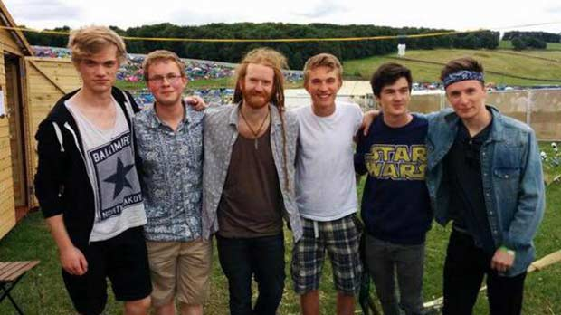 The band with Newton Faulkner (centre).