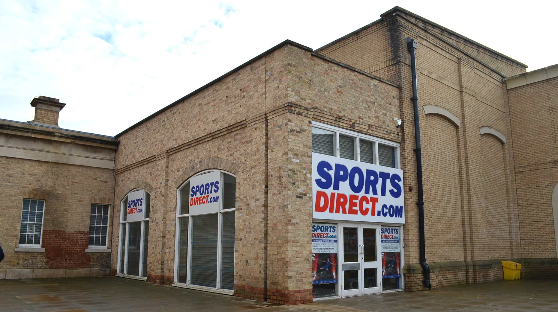 lincoln sports direct expansion creates 15 jobs. Black Bedroom Furniture Sets. Home Design Ideas