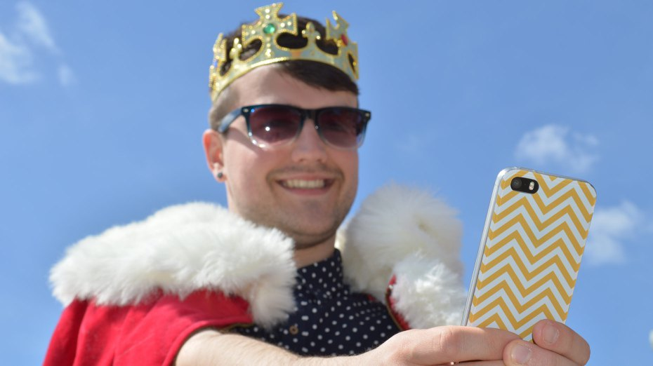 Celebrate with a 'royal selfie' #greatweekend.
