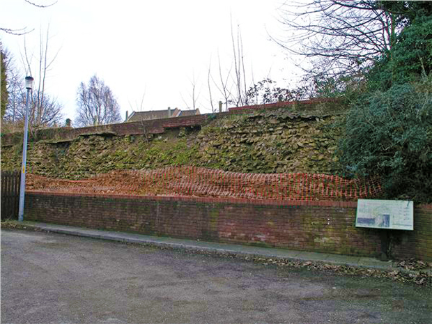 The LincolnRoman colonia wall, hidden from view off Cecil Street.