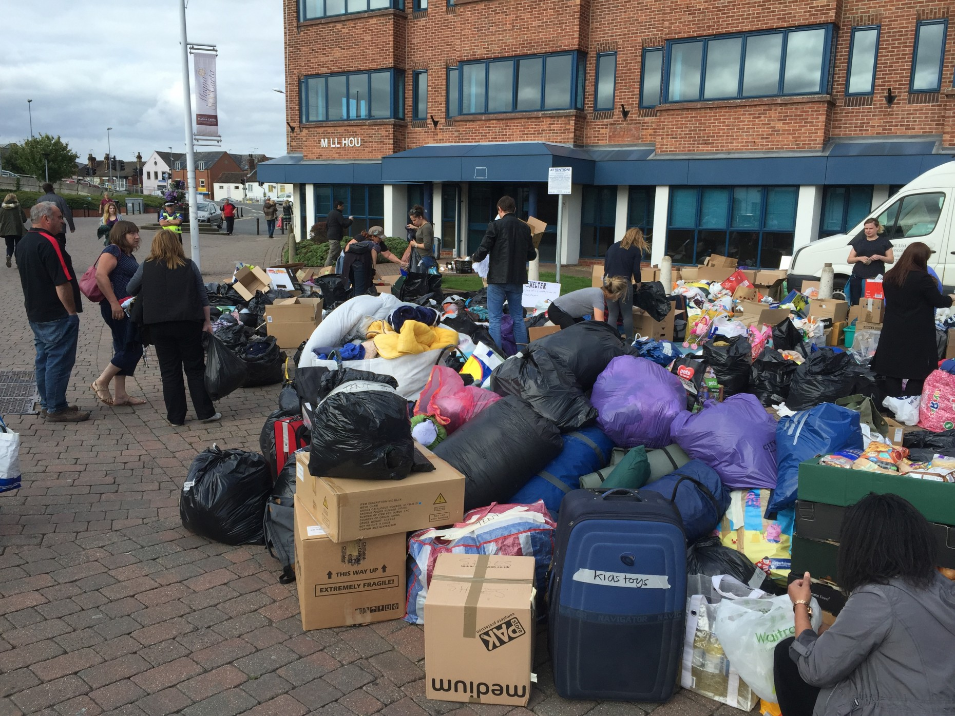 Hundreds of people turned out to make donations.
