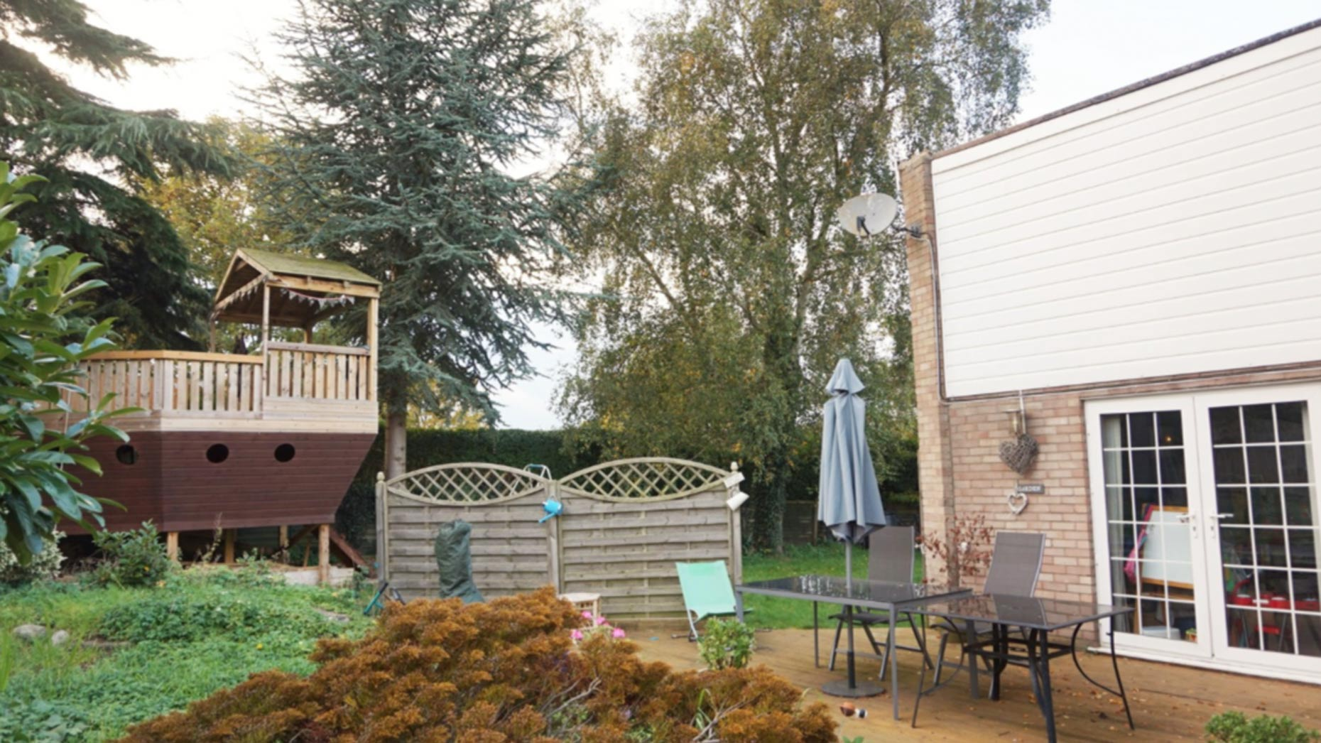Who wouldn't love a house with a boat in the back garden?!