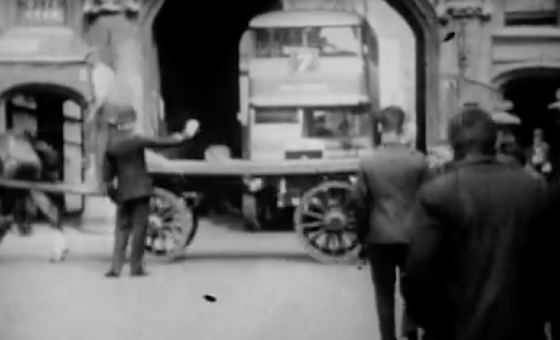 When traffic was allowed to travel under the Stonebow