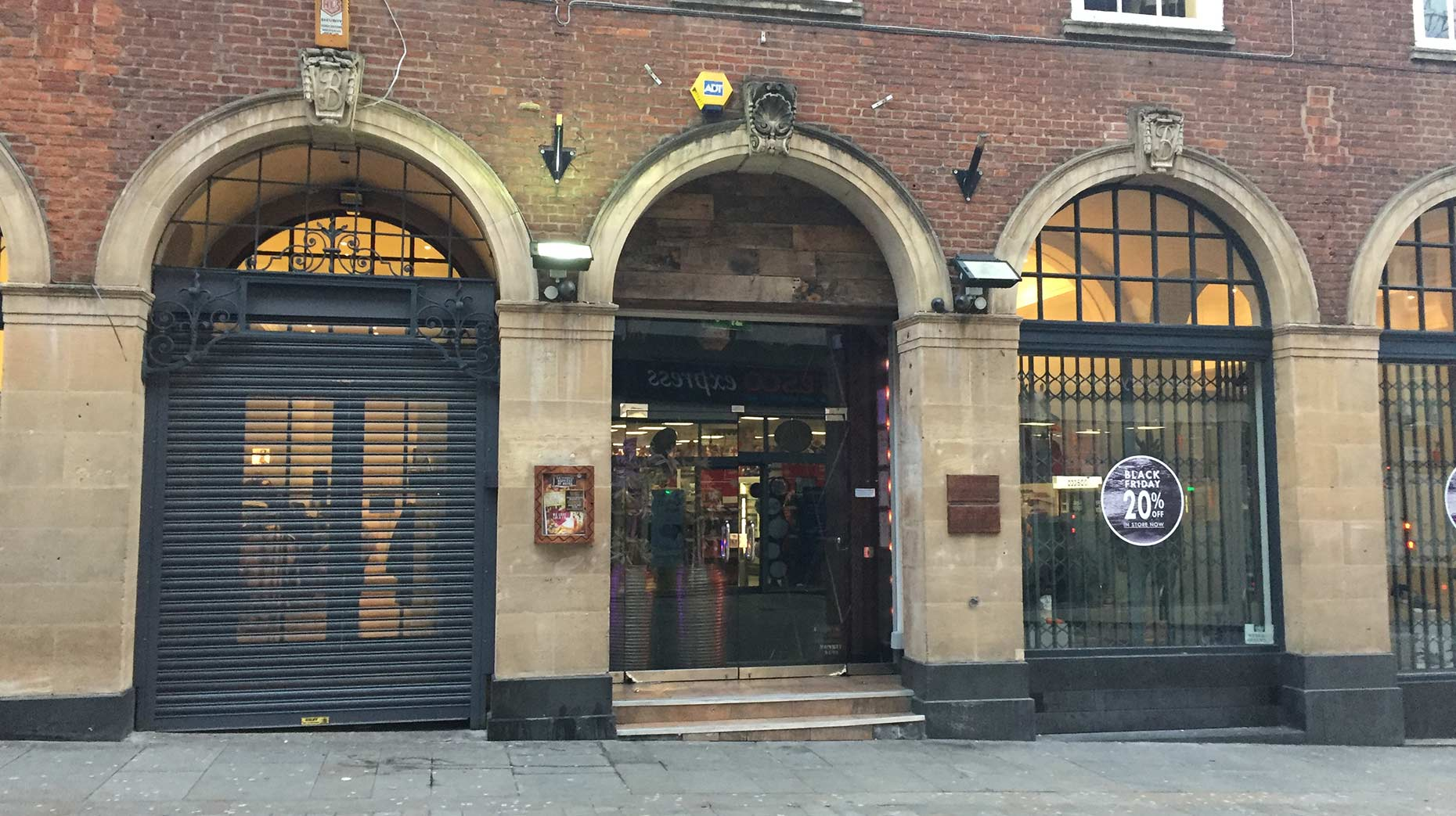 Lola Lo closed its doors suddenly this week, taking down its website and Facebook page.